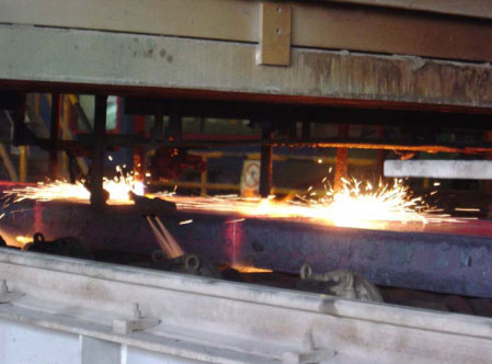 火焰割具在板坯连铸线使用现场